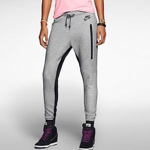 Nike sportswear tech fleece pants!!!